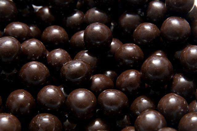 Lískové ořechy v hořké čokoládě